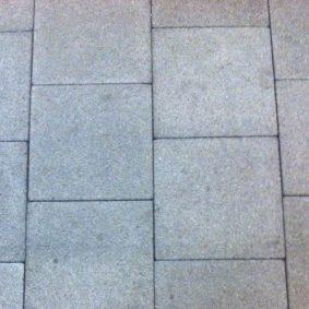 patroon van stoeptegels op straat